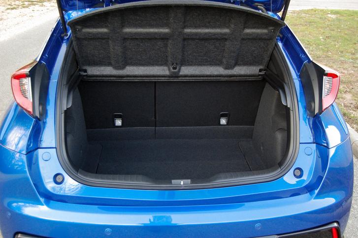 Kicsit kisebb a csomagtartó, mint a sima Civicnek: 475 a 495 liter ellen