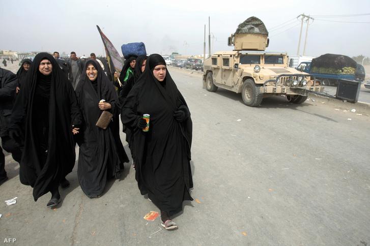 Amerikai Humvee és síita nők Bagdad környékén 2008-ban