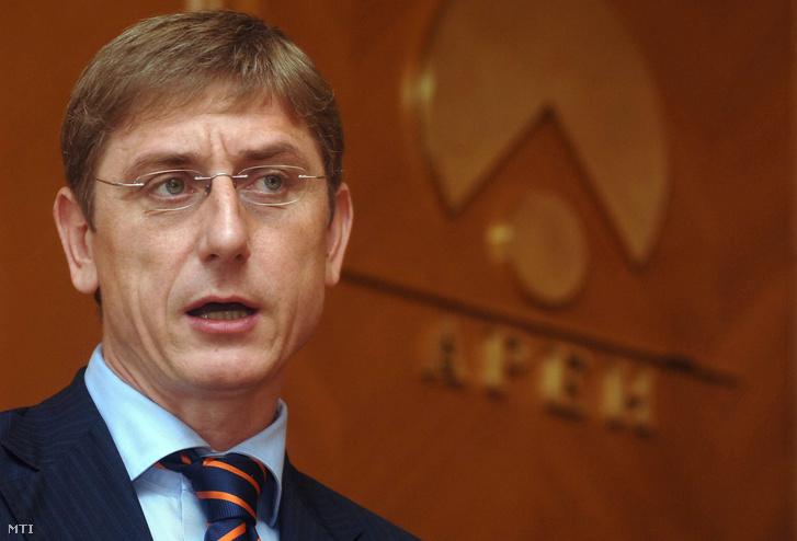 Gyurcsány Ferenc beszél az Adó- és Pénzügyi Ellenőrzési Hivatal (APEH) országos vezetői értekezletén 2006. június 30-án