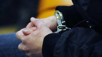 80-90 éves embereket kifosztó bandát ítéltek el