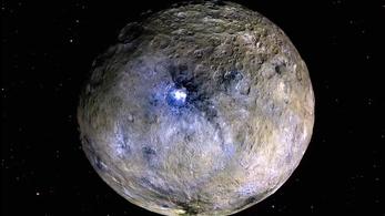 Megoldották a fénylő törpebolygó rejtélyét
