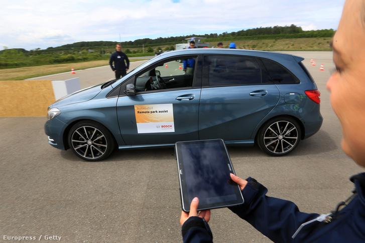 A BMW önjáró autója