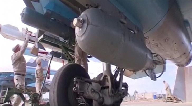 Az Orosz Védelmi Minisztérium felvételén egy Su-34-es bombázó, szíriai bevetés előtt a Hmeymim támaszponton.