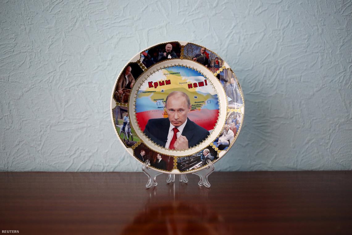 A Krím félsziget elfoglalásának emlékére kiadott orosz dísztányér.