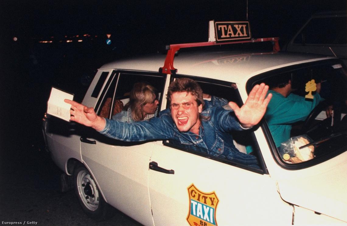 Egy Németországba tartó magyar taxi az osztrák-magyar határon Nickelsdorfnál (1989)