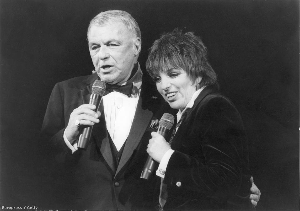 Frank Sinatra első közös fellépése Liza Minnellivel, Judy Garland és Vincente Minnelli gyermekével. A páros a New York, New York című Scorsese-film zenéjével lett híres. Az énekes egyébként Garland 1969-es haláláig jó viszonyt ápolt Liza anyjával, akivel a kapcsolata nem csupán baráti volt – a színésznő csalta is a férjét Sinatrával.