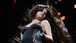 Selena Gomez igazságtalanul dögös ezzel a hajzuhataggal