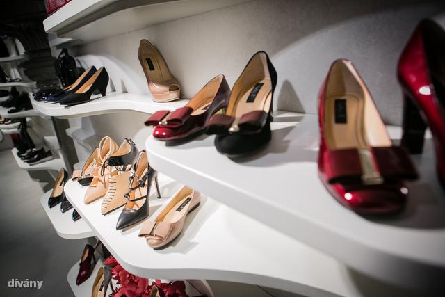 Körülbelül 30 ezer forinttól kaphatók a szépen kialakított bőrcipők.