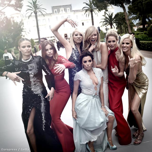 Celebpóz olyan világsztárokkal, mint Natasha Poly, Soo-Joo Park, Eva Longoria, Karlie Kloss, Doutzen Kroes és Lara Stone.