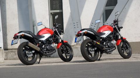 Ducati Monsternek látszó Hondák