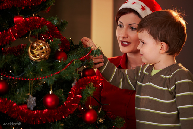 stockfresh 101007 mother-and-child-with-christmas-tree sizeM