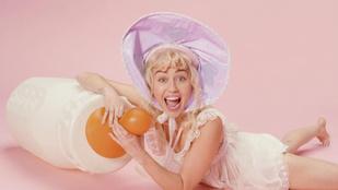Miley Cyrusnál az új nyelvnyújtogatás a cumisüveg