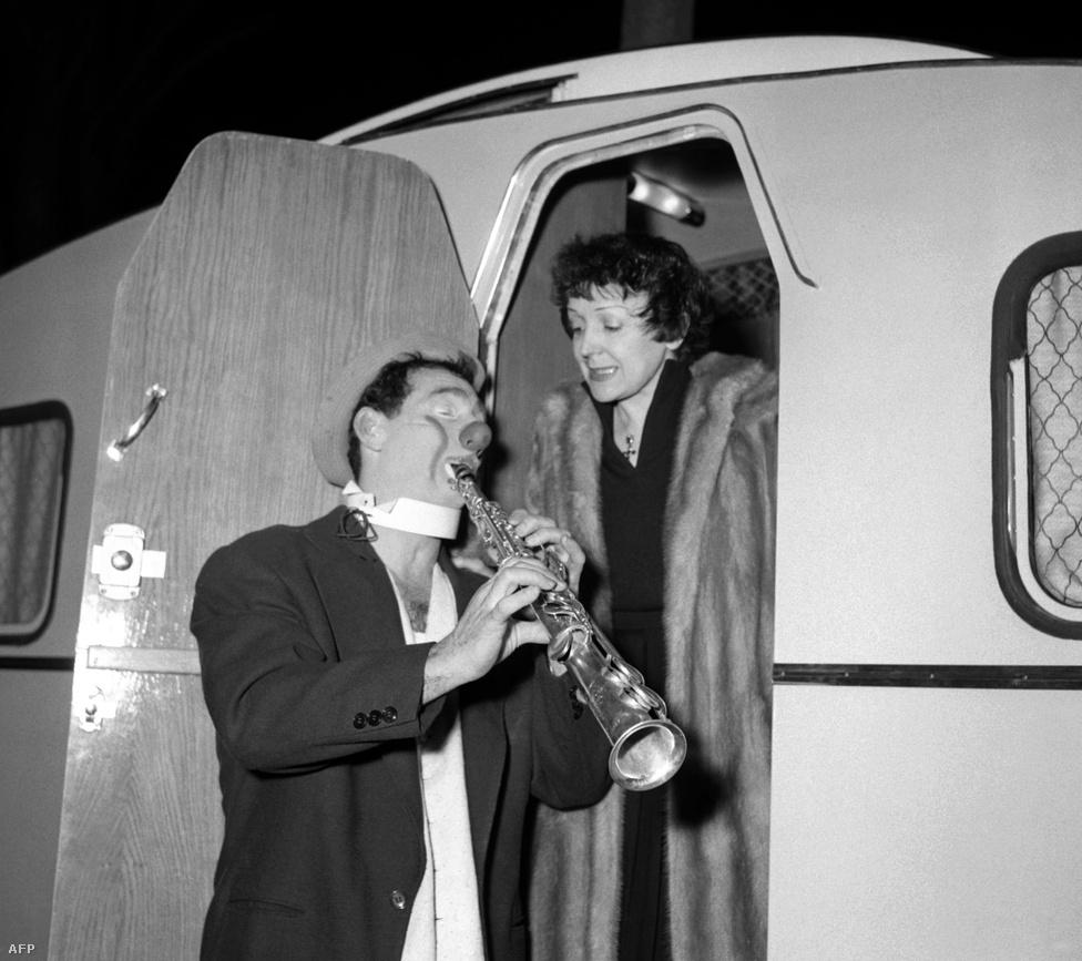 Edith a betegség ellenére sem hagyja el magát, kórház és színpad, e két helyn élte az életét. 1961-es belgiumu turnéját azonban nem tudta befejezni: operáció operációt követ.