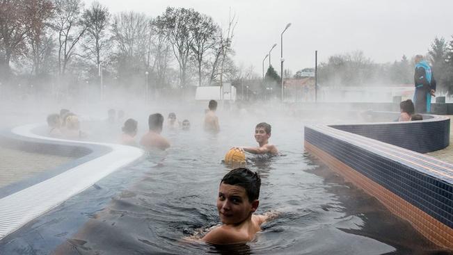 Új gyógymedencével nyílt meg a felújított csongrádi fürdő