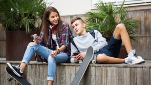 Ezért kellenek ellenkező nemű barátok is a kamasznak