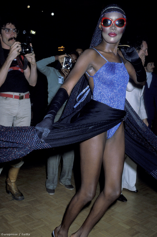 Nagy divat volt az egyrészes torna dressz a diszkókban a hetvenes évek végén-nyolcvanas évek elején.