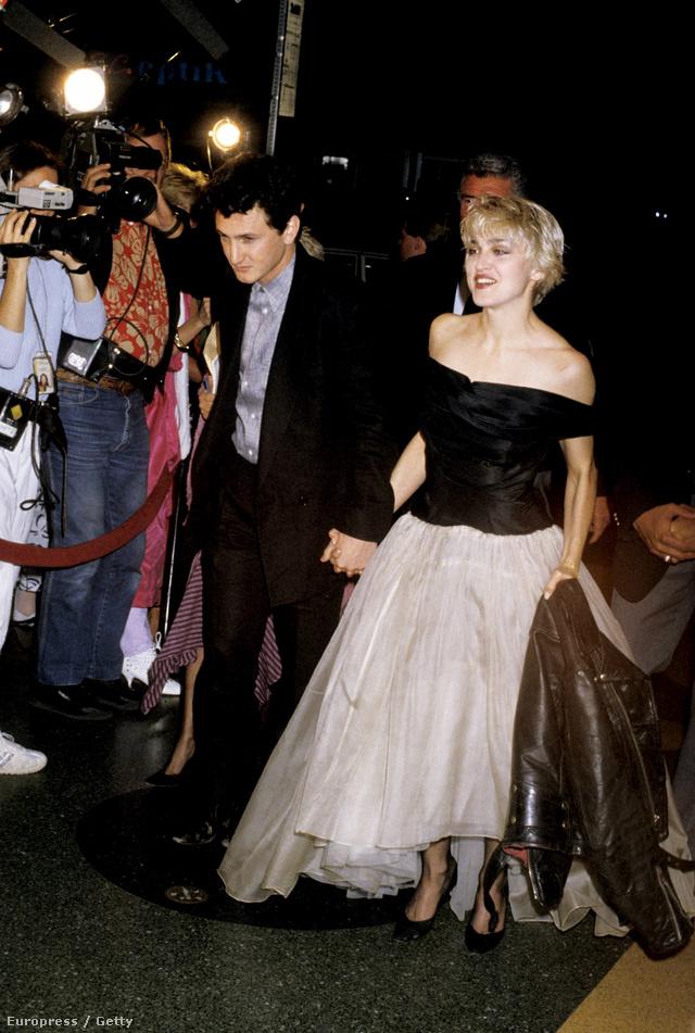 Madonna sem lehet büszke az akkori vörös szőnyeges és fellépő szettjeire.
