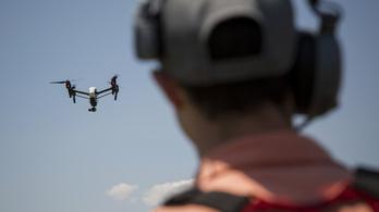 Drón csapódott egy autóba a Szabadság hídon