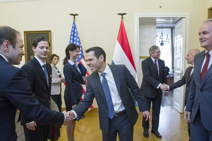 Robert Berschinski (középen)