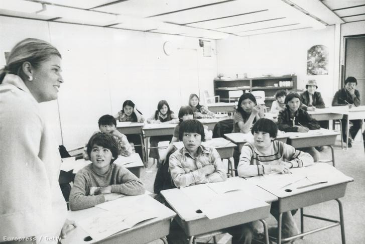 Inuit gyerekek egy bentlakásos iskolában