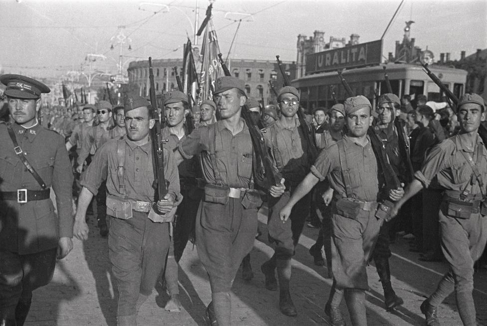 Lukács Pál temetése Valenciában. A magyar származású tábornok az első világháborút is megjárta, majd önként jelentkezett az antifasiszta brigádok szervezésére a spanyol polgárháborúba. 1937 nyarán halt meg egy ütközetben.