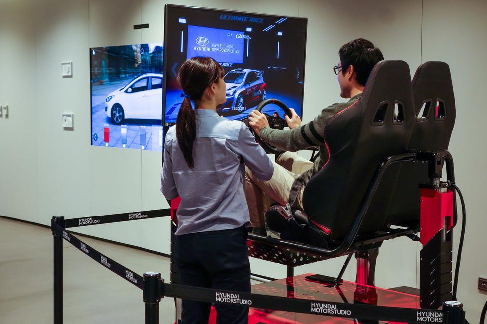 Így népszerűsítsd az autód: a Hyundai olyan üzleteket állít fel nagyobb központokban, ahol szimulátorokon kipróbálhatod a különféle típusokat. Követendő ötlet