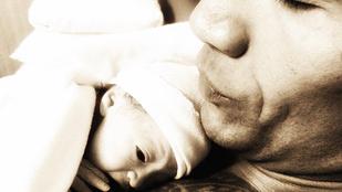 Megszületett a Szikla lánya, bele is lágyult