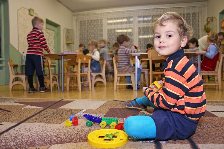 stockfresh 298895 child-play-in-kindergarten sizeM