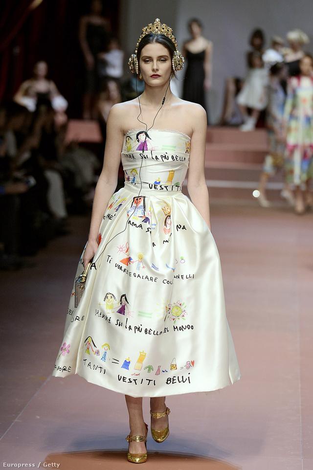 Gyerekrajzos ruhákat árult a Dolce & Gabbana a nyári szezonban.