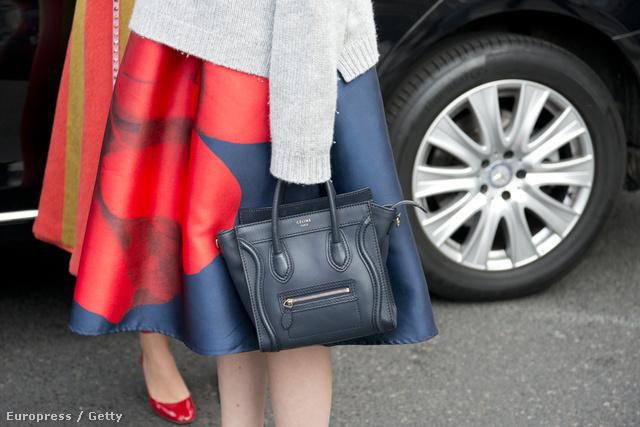 Státus szimbólummá vált a Céline 'Luggage Tote' táskája. Egy ilyen táska ára 2700 dollártól, 774 ezer forinttól kezdődik.