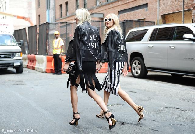 Kézen fogva járkáló modellek és jó csajok lepték el a divatfővárosok utcáit.