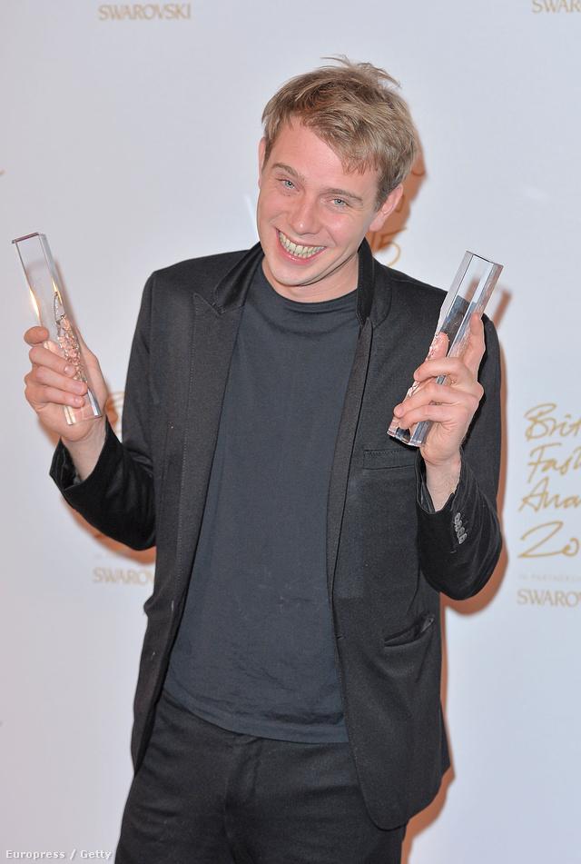 J.W. Anderson a legjobb férfi és női ruhatervező a British Fashion Awards zsűrije szerint.