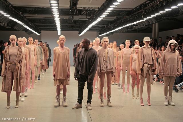Kanye West és modelljei a szeptemberi divathéten New Yorkban.