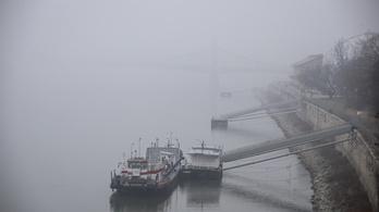 Egész karácsonyra marad a sűrű köd