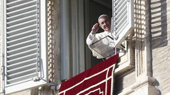 Hajlléktalanokkal reggelizett és Putyinnal telefonált 80. születésnapján a pápa