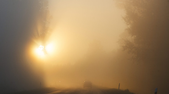 Vasárnap is marad a sűrű köd