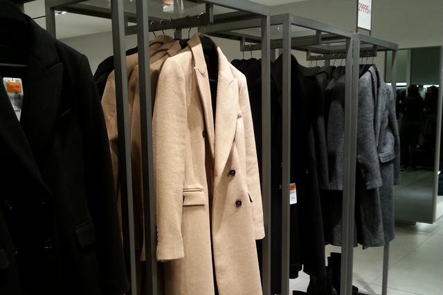 Zara: akciósan is 30 ezer egy kabát.