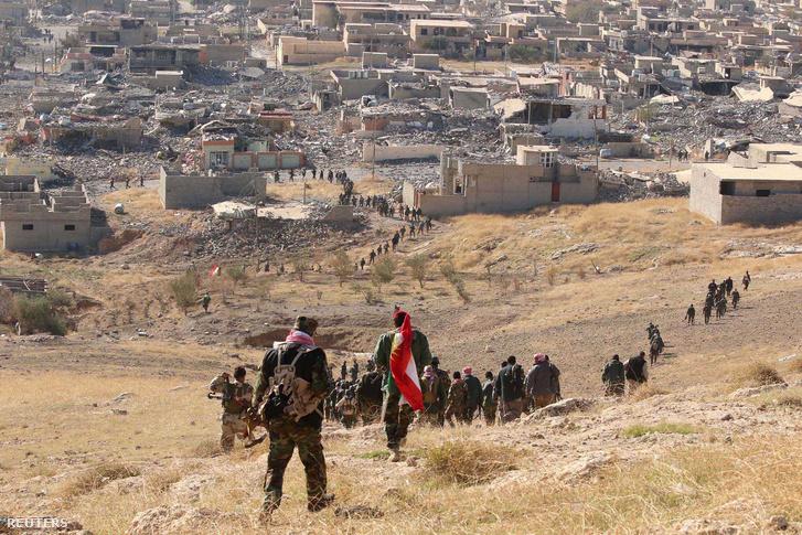 Kurd katonák bevonulnak Szindzsárba.