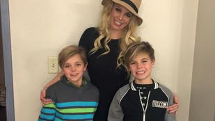 Britney Spearst kicsit már alázzák a kamaszfiai