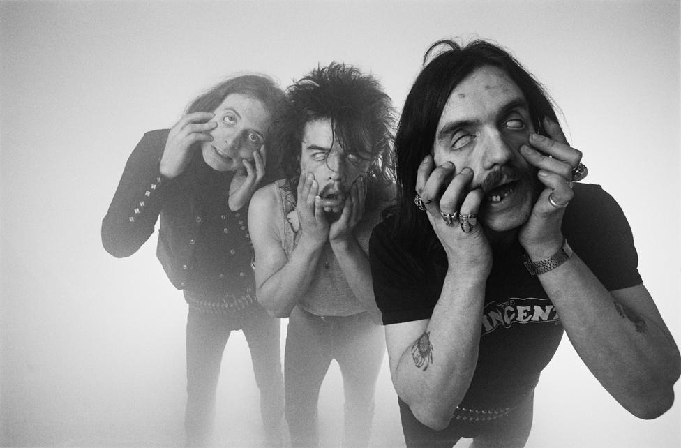 A Motörhead első klasszikus felállása. A kép az Ace of Spades kislemez, majd nagylemez megjelenését követően készült. A máig klasszikus lemez az angol slágerlisták negyedik helyén nyitott a megjelenés hetében és a mai napig jelentős eladásokat produkál. A képen balról jobbra Eddie, Philty Animal és Lemmy.