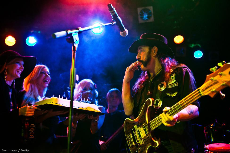 2011. december 23. Lemmy-t a 66. születésnapján tortával köszöntik a Roxy Theatre színapdán barátai. Születésnapján általában koncertezett, vagy barátai tartottak neki meglepetéskoncertet. 1995-ben, az ötvenedik születésnapjára a Metallica tagjai közel egyórás Motörhead programot játszottak, Lemmynek öltözve és Lemmys néven, a Wishkey a Go-Go-ban.