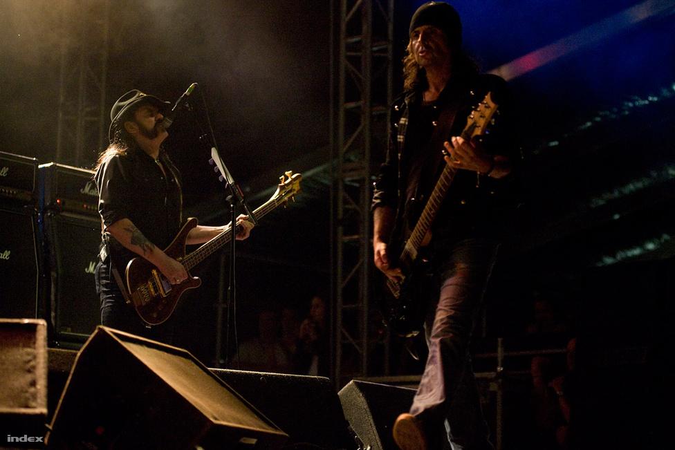 A Motörhead 1984 óta rendszeresen fellépett Magyarországon, ez a kép 2010-ben készült a Hegyalja fesztiválon.