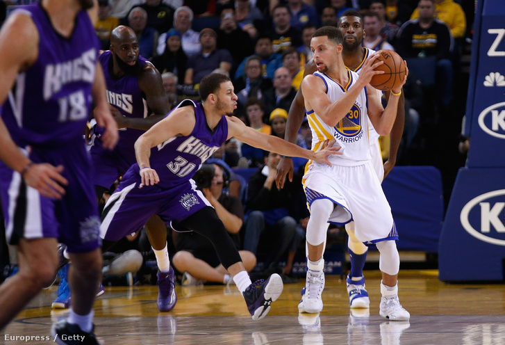 Curry három perc alatt 17 pontot dobott össze