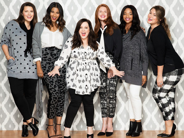 A rengeteg súlyfelesleget leadó Emmy-díjas színésznőtől nem áll távol a ruhatervezés, ugyanis karrierje előtt ruhatervezőnek tanult a neves Fashion Institute of Technologyn.