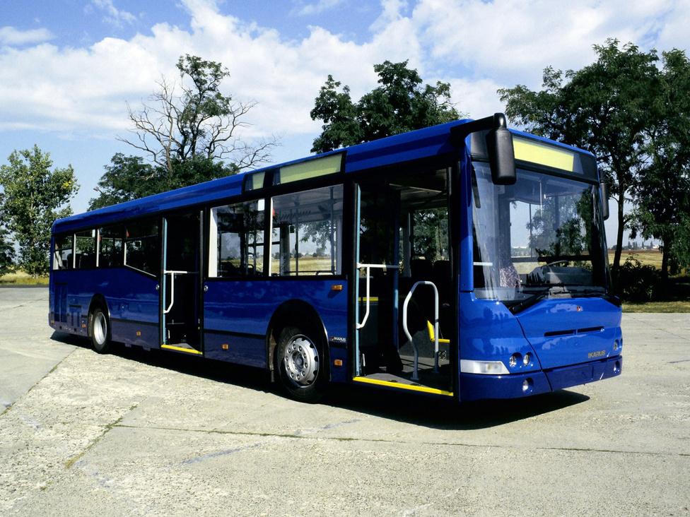 Az Ikarus 412-es német piacra szánt, színházpadlós, faceliftelt változata az 1998-as IAA-n mutatkozott be. Ebből a típusból ez az egy készült