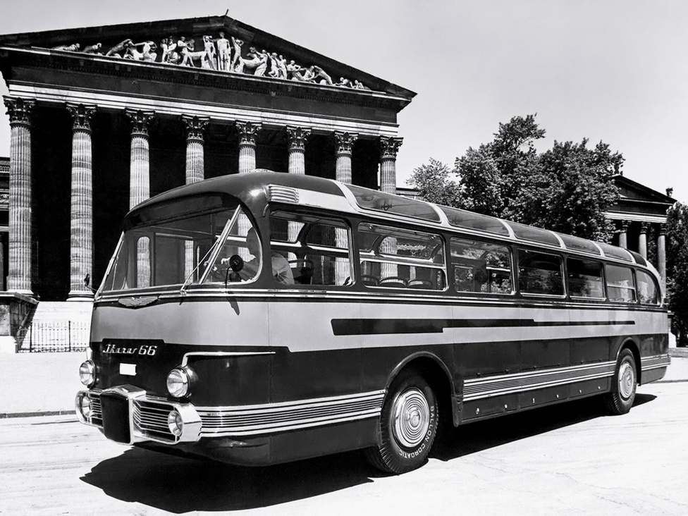 Az Ikarus 66-os, vagyis az A58 prototípusa1952-ből. A rajzokon és a gyári jelölésben először A58-as típusszámot kapott a típus, kicsivel később nevezték át 66-osra