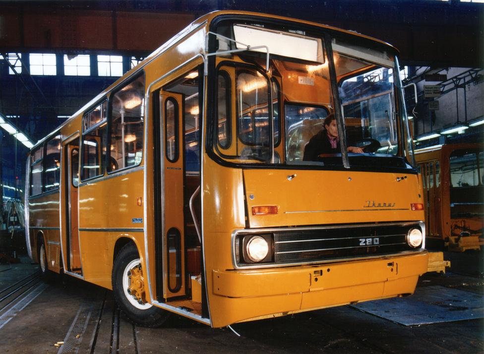 Az Ikarus 280-asból 1970-es bemutatása óta több mint 61000 darabot gyártottak. A mai napig ez a világ legnagyobb példányszámban gyártott csuklós autóbusza