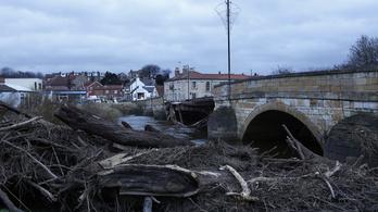 XVIII. századi hidat is elsodort az ár