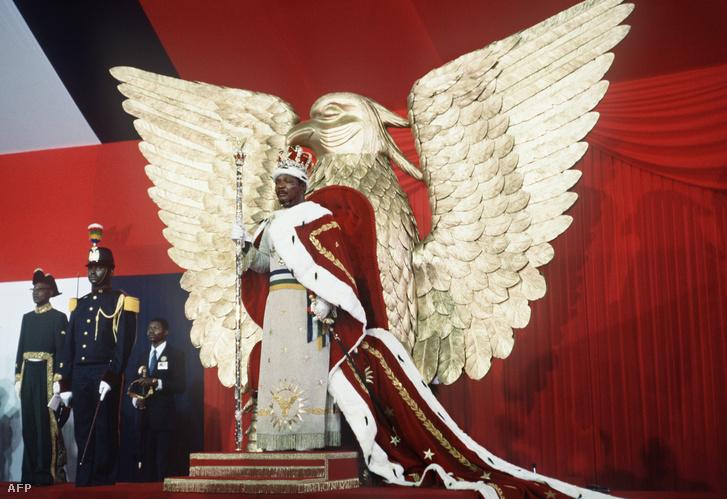 A teljes elszakadás a valóságtól 1976-ban következett be, mikor császárrá koronáztatta magát és I. Bokassa néven uralkodott tovább. A koronázási ceremónia a csőd szélére sodorta az országot.