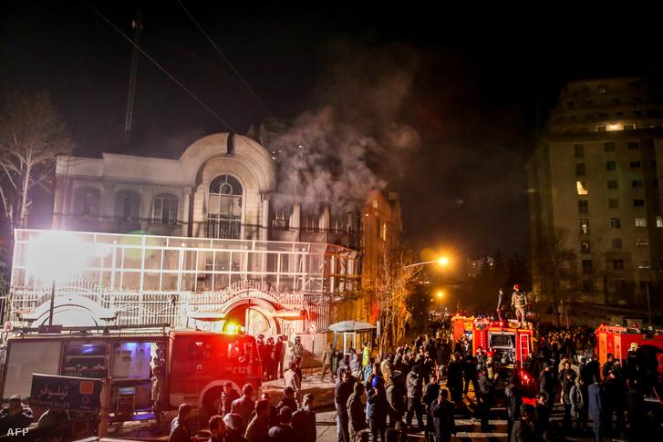 A szaúdi nagykövetség épülete a tüntetők behatolását követően